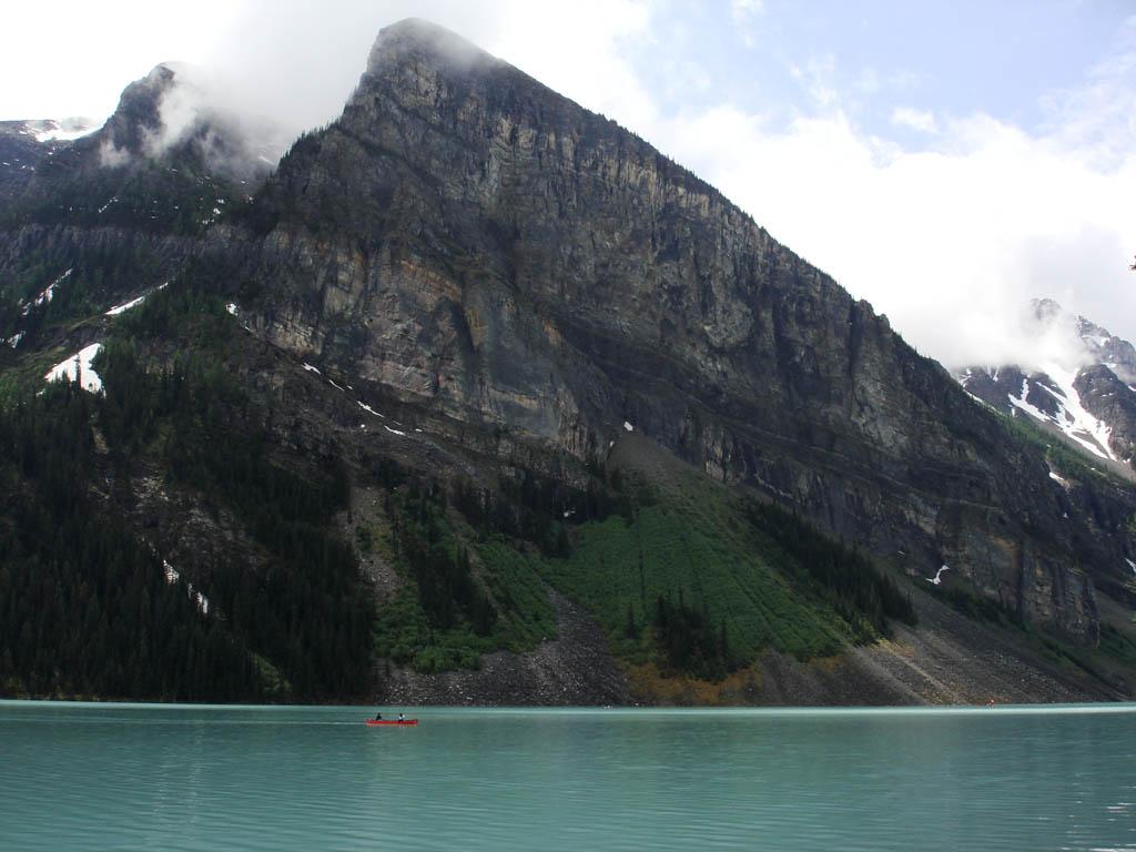 如果能在湖中荡舟,感觉肯定不错。