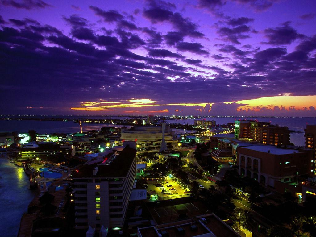 Atardecer_en_Cancun.jpg