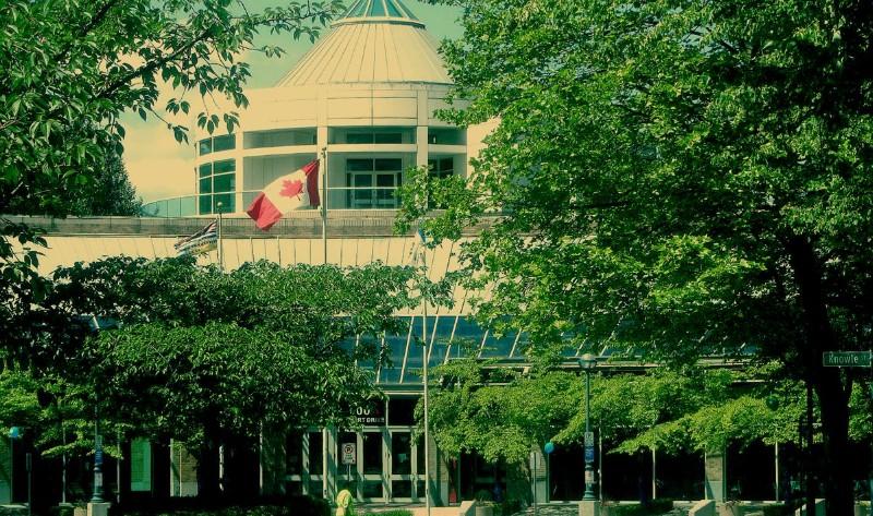 阳光下的小市政厅