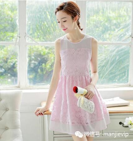 �@款�B衣裙真是�M�M的少女心啊,甜甜的粉晶色邂逅了浪漫的蕾�z花�W,�@�拥慕M合�妹子�直�o法拒�^;款式上的��s大方也�它有�N大家� 秀的�赓 ,完全是一款可以作�樾《Y服的�B衣裙哦。