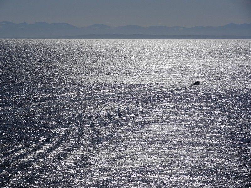108 海洋中一小船.jpg